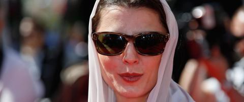 Iransk skuespillerinne f�r kjeft etter � ha mottatt kyss p� kinnet