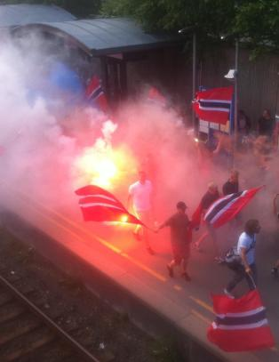 Her marsjerer ultras til Ullevaal f�r Russland-kampen