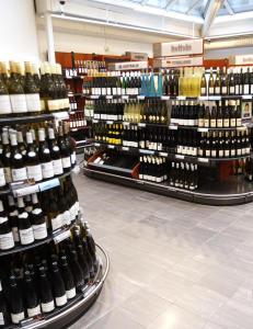 Klart for �pent vinmonopol p� h�ytidsdager