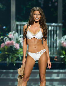Nia (24) s�rget for historisk Miss USA-seier