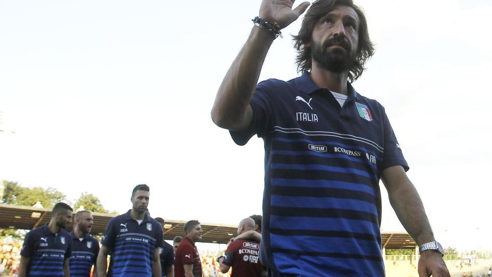 <b> FORTSETTER I JUVENTUS: </b> Juventus-fansen har grunn til å juble. Andrea Pirlo signerte i dag en toårskontrakt med klubben.