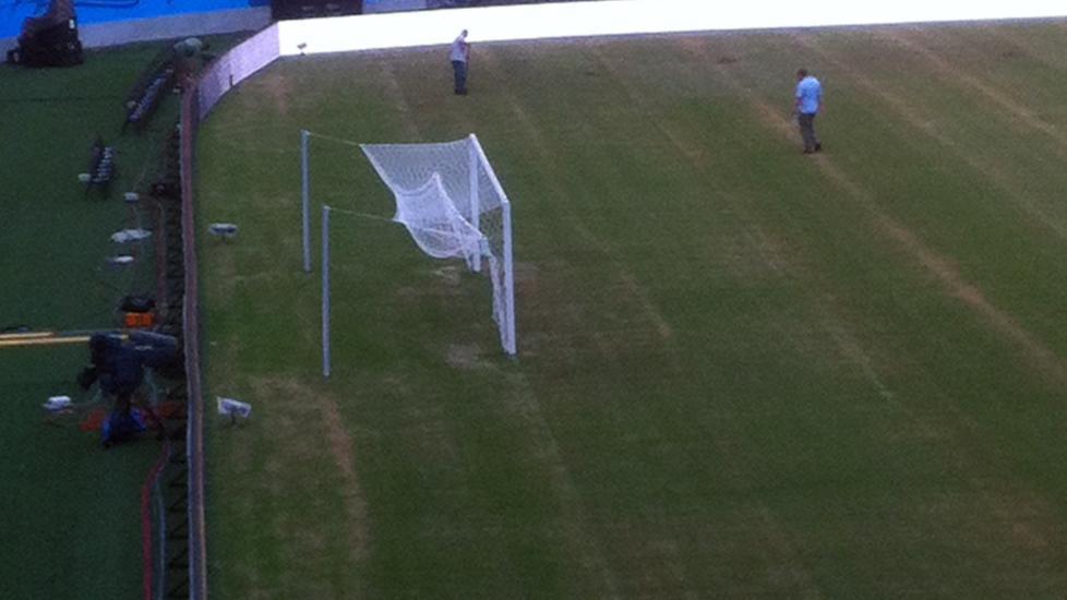 <b> HER ER GRESSMATTEN: </b> Dette bildet ble tatt fra pressetribunen i går, og viser gressmatten som England og Italia skal spille på.