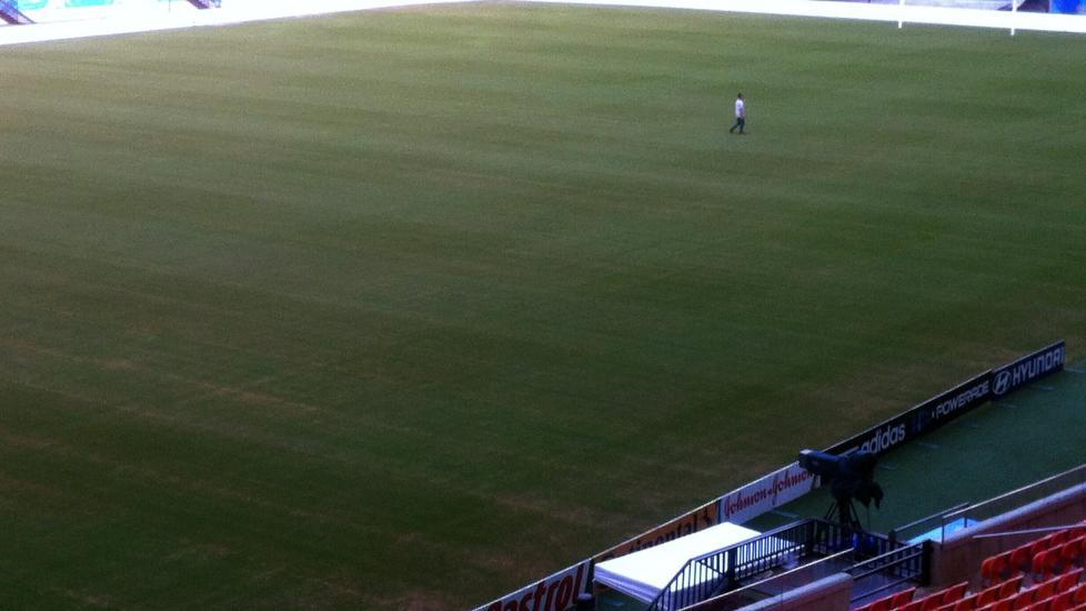 VM-STANDARD: </b> Dette bildet er tatt i går og viser gressteppet hvor England og Italia skal spille lørdag kveld.