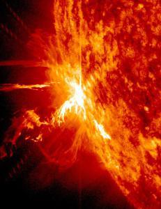 Str�ling fra to solstormer har p�virket kommunikasjon p� jorda de siste dagene. I morgen kommer etterb�lgen