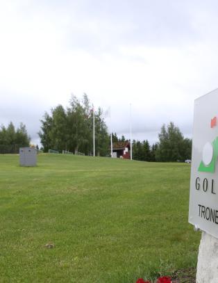 Tyvenes frekke  �hole in one� - stjal 7000 golfballer p� to d�gn
