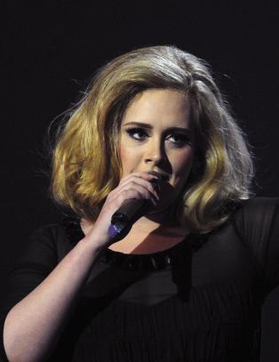 �n ting fikk Adele til � bryte Twitter-tausheten