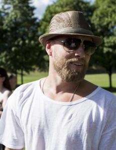 Hvorfor har Aksel Hennie, Linn Sk�ber og Anders Baasmo Christiansen gode sommerminner fra  parken?