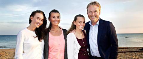 I 2010 flyttet Dag Erik Pedersen og kj�resten fra hverandre - n� bes�ker familien ham p� �Mesternes Mester�-innspilling hvert �r