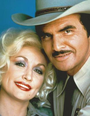 Hva heter han med barten ved siden av Dolly Parton?