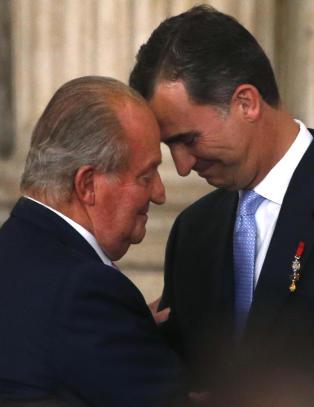 Spania med hastelov for � hindre farskapss�ksm�l mot den abdiserte kongen