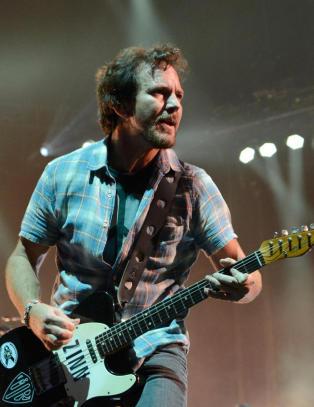 Hva het gr�nsjfilmen der Eddie Vedder var medlem i bandet Citizen Dick?