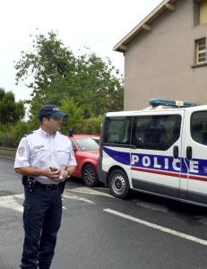 Mor knivdrepte fransk l�rer foran elevene