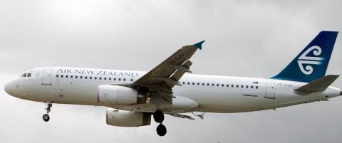 Pilot utel�st av cockpit etter krangel med kollega