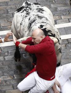 Fire skadd under �pningen av oksel�pet i Pamplona