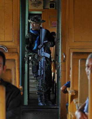 Voldtektssak ryster Thailand: 13 �r gammel jente p� togtur voldtatt, drept og kastet ut av vinduet