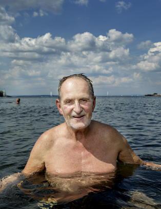 Jon Michelet (69) lover fem b�ker om �Skogsmatrosen�