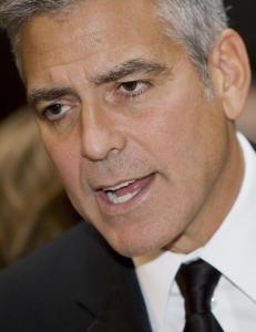 George Clooney raser mot britisk avis