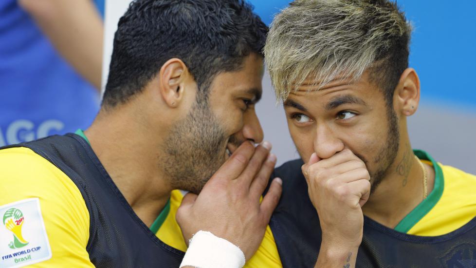 God stemning på benken før avspark mellom Hulk og Neymar. Det spørs om det knises like mye nå.