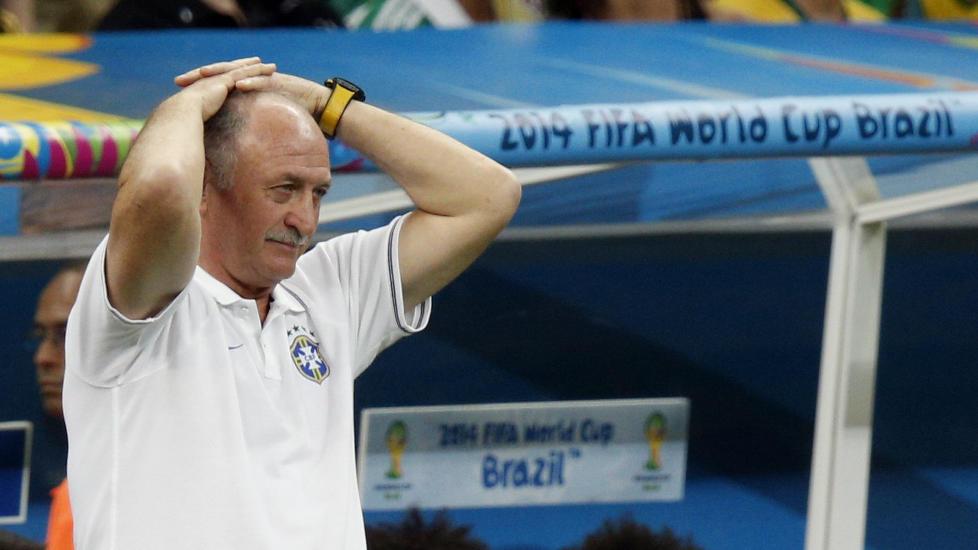 Luiz Felipe Scolari har sagt opp jobben som Brasils landslagssjef etter VM-fiaskoen på hjemmebane.