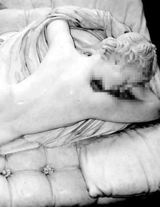 Nakne skulpturer ble for mye for Facebook