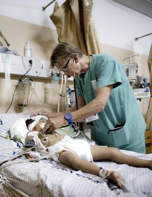 Norsk lege redder liv i Gaza, latterliggj�res i ny Twitter-trend