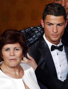 Ronaldos mor avsl�rer hemmelighet: - Jeg ville ta abort
