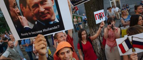 Frankrike insisterer p� � levere krigsskip til Russland