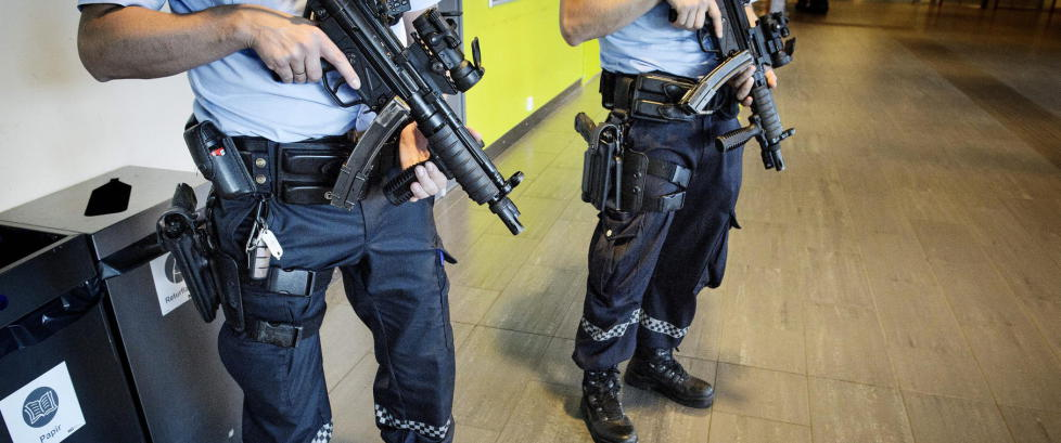 Politiet rykket ut �med pistoler, maskinpisoler og skjold� til fisketur
