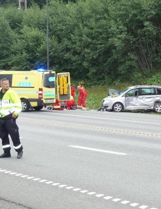 En omkommet, en hardt skadet i frontkollisjon utenfor Trondheim