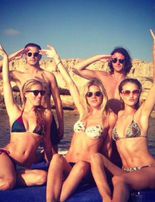 Derfor drar kjendisene til Ibiza