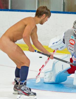 Splitter naken p� sin f�rste V�lerenga-trening