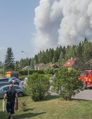 Norge bist�r med to helikoptre til skogbrannslukking i Sverige