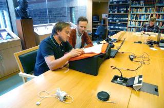 Gunnar Thorenfeldt og Johannes Due Enstad besøkte Mitrokhin-arkivet i Cambridge i sommer. Foto: Dagbladet.