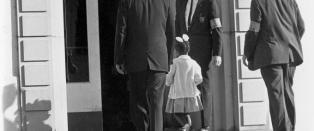 Da Ruby Bridges (6) hadde sin første dag på William Frantz barneskole i New Orleans, utløste det massive opptøyer.