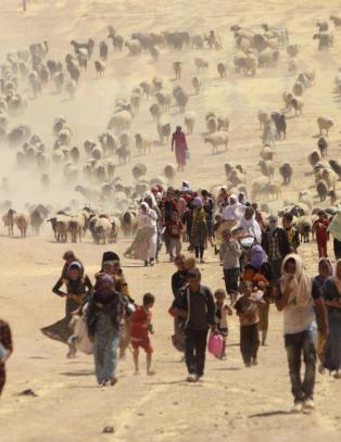 USA vurderer bakkestyrker for � hjelpe kurdiske flyktninger