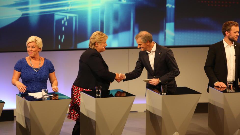 <b>TAKK FOR I KVELD:</b> Jonas og Erna takker hverandre etter Støres første partilederdebatt.