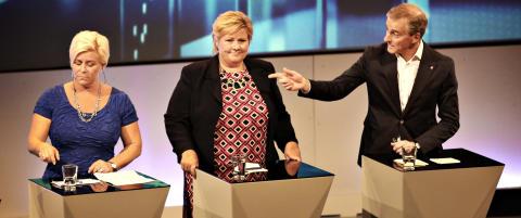 I sin første partilederdebatt viste Jonas Gahr Støre at Erna Solberg ikke får det lettere uten Jens Stoltenberg.