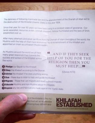 IS-st�ttespillere delte ut propaganda midt i Londons shoppingmekka