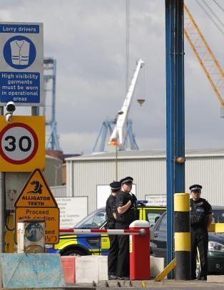 H�rte desperate rop om hjelp - fant 34 levende, og en d�d, innestengt i konteiner
