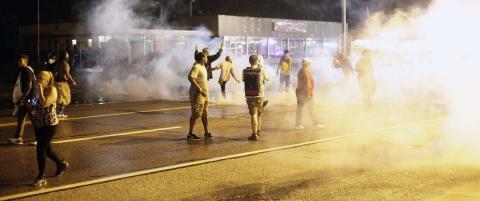 Politiet har avfyrt t�regass mot demonstrantene