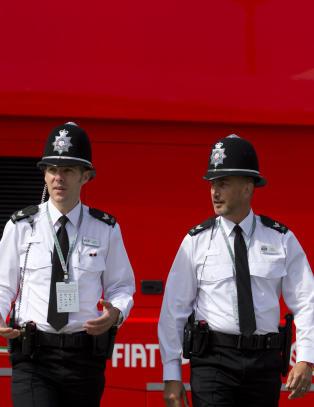Ber politiet om � ikke twitre at de spiser �middag, kjeks eller donut�