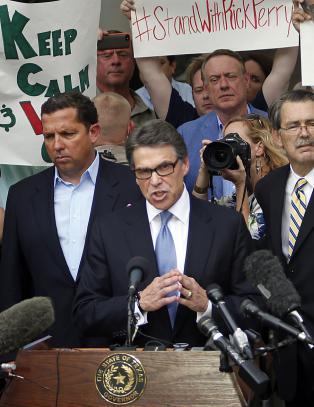 Texas-guvern�r siktes for maktmisbruk