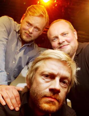 Gratulerer, NRK. Et av de mest popul�re radioprogrammene deres best�r av tre godt voksne menn som snakker om puppene til 19- og 14-�ringer