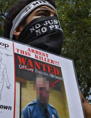 - Politimannen ble nesten sl�tt helsel�s av Michael Brown