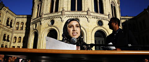 Faten Mahdi Al-Husseini (19) er blitt en nasjonal helt. Men hun beveger seg blant ekstreme krefter