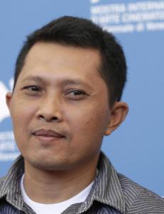 Lager rystende dokumentar om Adi (40) som leter etter brorens brutale mordere