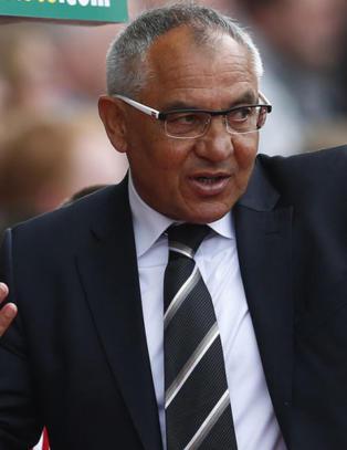 Fulham-manageren latterliggj�r Riise og Hangeland
