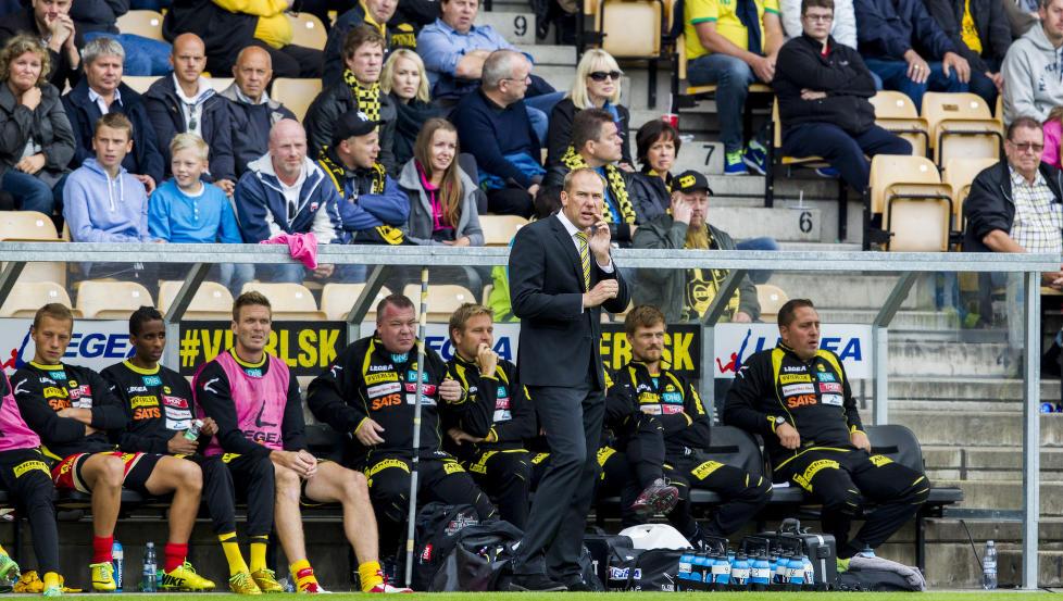 SOM NATT OG DAG: LSKs spillere og trenere nyter stor sportslig suksess, men risikerer l�nnsstopp i l�pet av h�sten.  Foto: Vegard W. Gr�tt / Scanpix