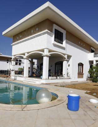 Libysk milits hadde bassengfest i forlatt amerikansk ambassade