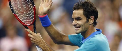 Federer videre etter tordenavbrudd i US Open